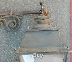 1950' Paire de Lanternes en Aluminium et Laiton Avec Potences Ouvragées