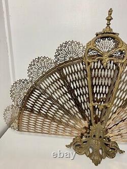 Ancien Pare-feu Éventail En Bronze et laiton (queue de paon) Art déco