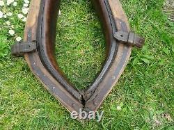 Ancien collier de trait cheval détails en laiton, cuir