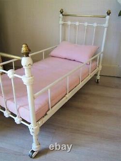 Ancien lit de poupée fonte et laiton poupée 71 cm dinette meuble poupée ART DÉCO