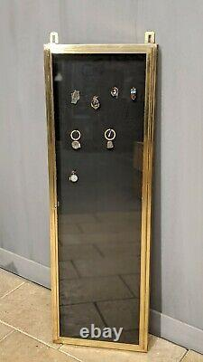 Ancienne vitrine médaillier en laiton meuble présentoir de magasin