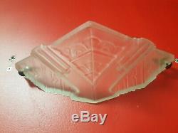 Applique art deco en verre moulé et laiton des hanots degue