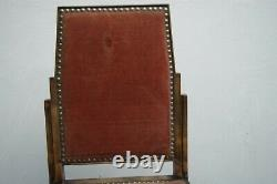 Chaise art-déco 1930. Bois, acajou, velours framboise, clous bombé laiton