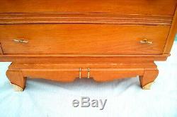 Commode chêne art-déco 1940. Trois tiroirs, décor laiton doré. H99cm L100x44cm