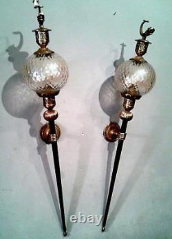 Deux APPLIQUES flambeaux, laiton et globe en verre, décor de poisson doré