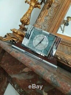 Elégante Horloge Art Déco en laiton chromé Moderniste et Bakelite Adnet 1930