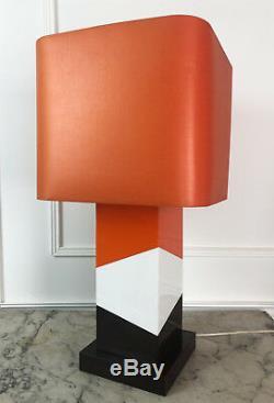 Lampe Design Des Années 70 Et Son Abat Jour En Résine Et Laiton De 69 CM De Haut