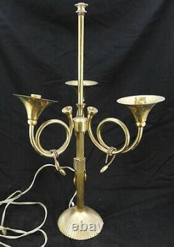 Lampe à posé à trois cors de chasse en laiton