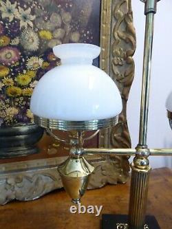 Lampe à poser en laiton à 2 lumières globes en opaline