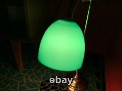 Lampe de bureau en laiton et opaline verte