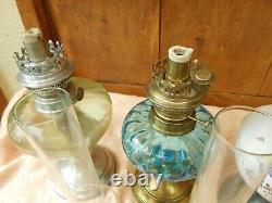 Lot De 5 Lampes A Petrole- Verre Et Porcelaine Pieds Etain Laiton -tubes Verre