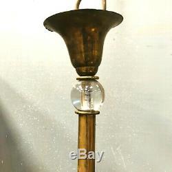 Lustre art déco en laiton plus verreries à huit bras de lumière. XX siècle