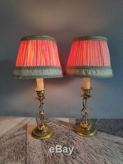 Paire de lampes bougeoir en laiton et abat-jour d'époque en tissu