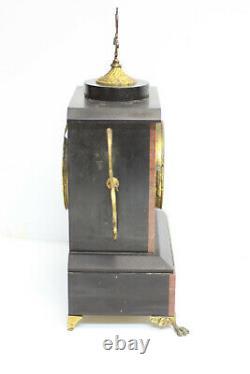 Pendule en marbre noir et rose application de laiton